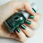 "Orly ""Meet me under the mistletoe"""