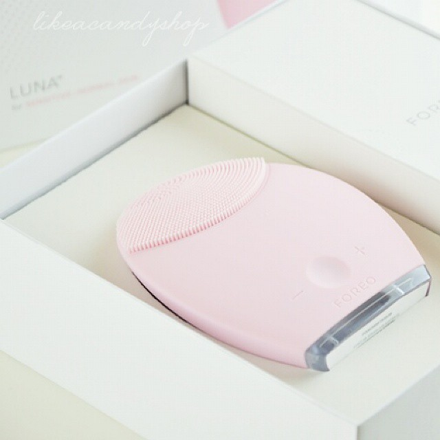 New to test out: the Foreo Luna device for deep-cleaning your skin! I seriously can't wait for tonight to try it ? #bblogger #ibblogger #likeacandyshop #makeup #beauty #skincare #foreo #luna #newin