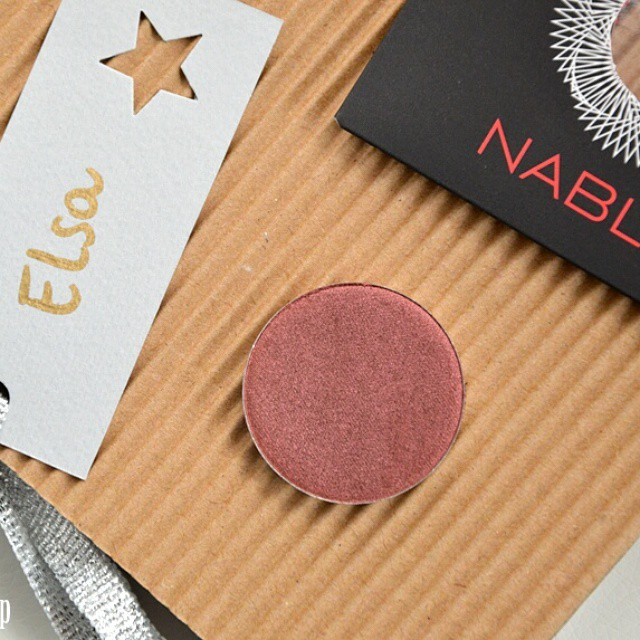 Piccoli pensieri che migliorano le giornate ❤ grazie @nablacosmetics per Daphne n°2, ma specialmente per il biglietto ? #bblogger #ibblogger #likeacandyshop #beauty #makeup #bellezza #nabla #daphne2 #eyeshadow #bright #christmasisintheair #newin