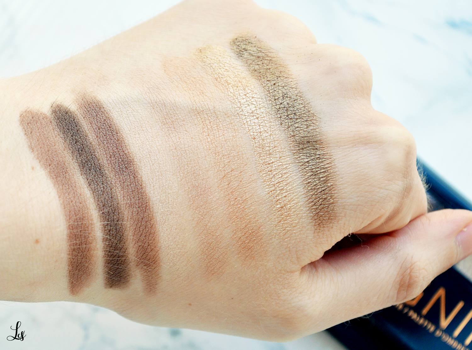 rimmel-keep-calm-and-wear-gold-swatches