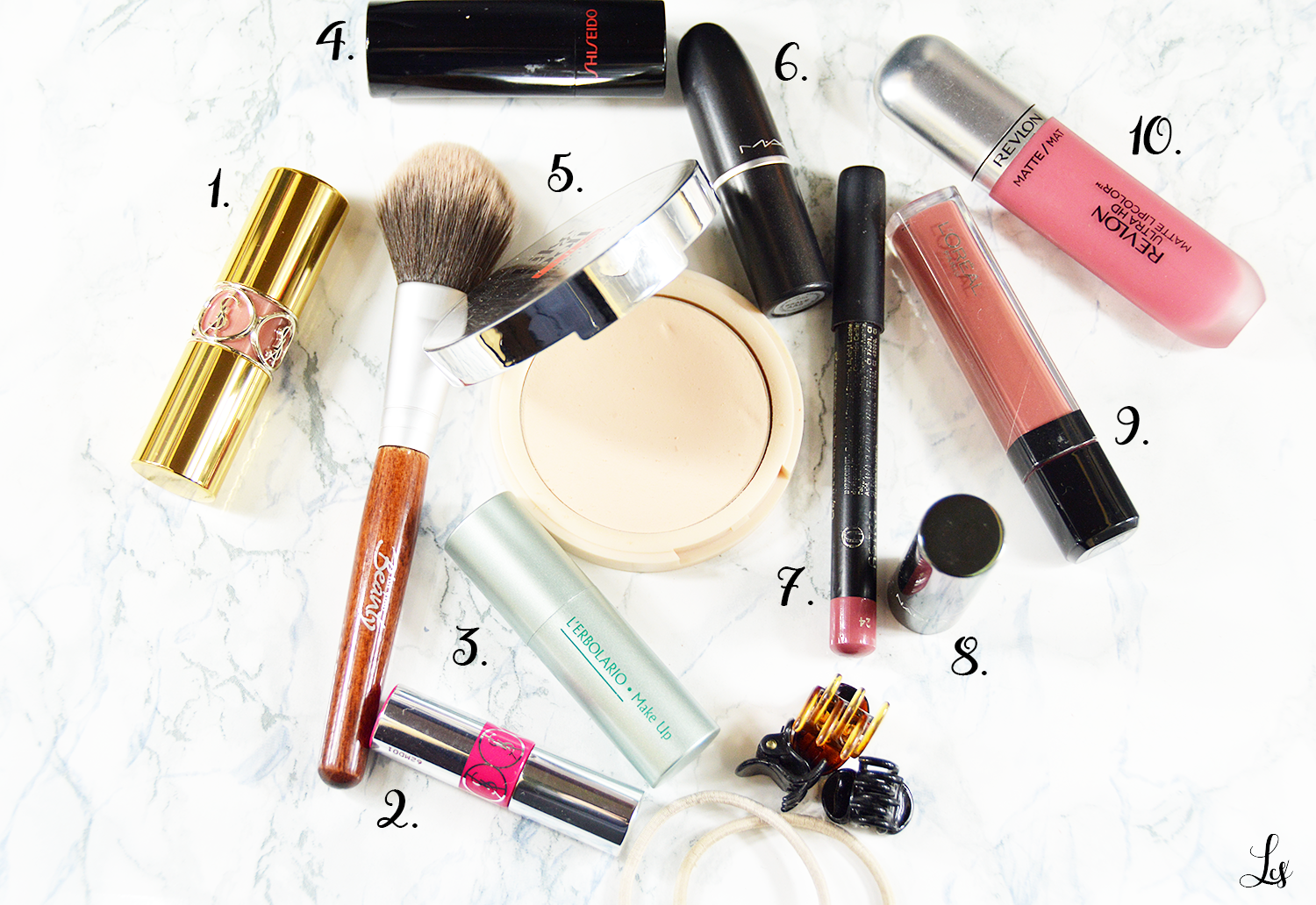 whats-in-my-makeup-bag-xx
